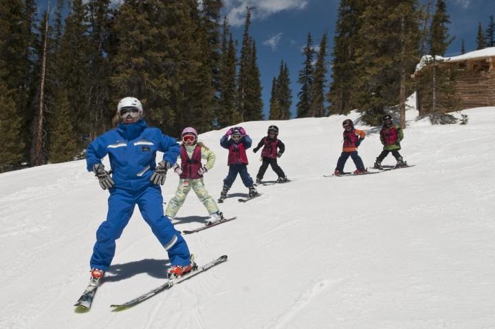 Crianças até 12 anos não pagam ski pass em Keystone!