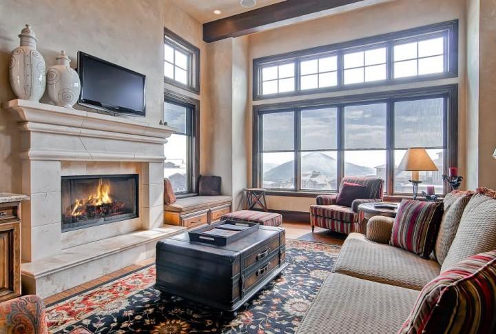 Condomínio localizado em frente à pista Doc de Canyons Resort e muito próximo da base de Canyons Village.